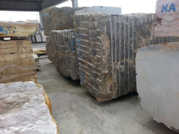 Blocks Marble Auction : Lot blocks of marble terra di siena peruviano