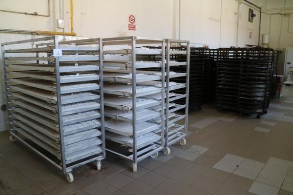 Lotto teglie e carrelli portateglie for Piani artigiani per lotti stretti