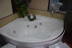 Mobile bagno e vasca idromassaggio - Lotto 16 (Asta 1623)