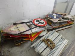 Building road signs - Lot 17 (Auction 1632)