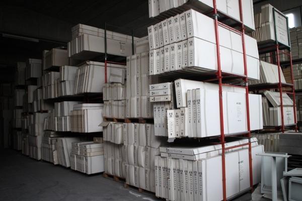 Lotto magazzino prodotti semilavorati per assemblaggio mobili for Magazzino mobili