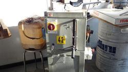 Cutting off machine UCIMU - Lot 42 (Auction 1744)