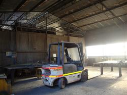 Lift truck Om - Lot 9 (Auction 1813)