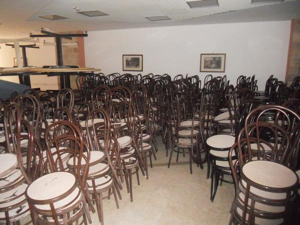 Lotto sedie e tavoli per ristorante for Sedie bar usate