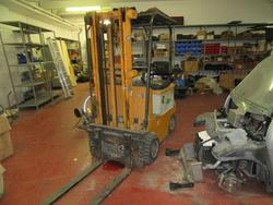 Om lift truck - Lot 6 (Auction 19820)