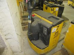 OM TL lift truck - Lot 15 (Auction 2129)