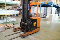 OM forklift - Lot 23 (Auction 2130)