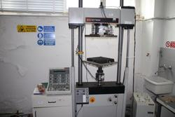 Instron test univeral machine - Lot 45 (Auction 2209)