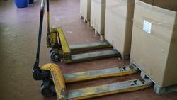 Hand pallet trucks - Lot 19 (Auction 2214)