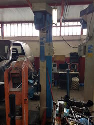 Omcn electrohydraulic 2 post lifts - Lot 16 (Auction 2260)