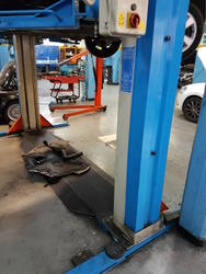 Omcn electrohydraulic 2 post lifts - Lot 17 (Auction 2260)