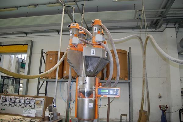 1#2275 Miscelatore gravimetrico di granuli e macinato Motan
