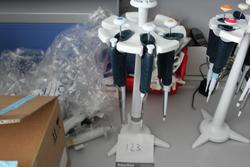 Pipettes and accessories - Lot 71 (Auction 2288)