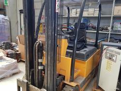 Omg lift truck - Lot 16 (Auction 2317)
