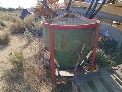 Cement mixer and bucket - Lote 32 (Subasta 2355)