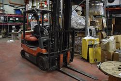 Toyota 25Q electric forklift - Lot 14 (Auction 2413)