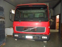 Volvo FL180 truck - Lot 19 (Auction 2415)