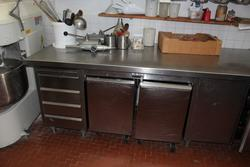 Work benches and kitchen shelves - Lot 8 (Auction 2430)