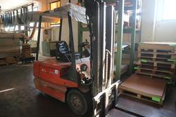 Linde E20 electric forklift - Lot 269 (Auction 2434)