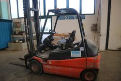 Linde E30 electric forklift - Lot 276 (Auction 2434)