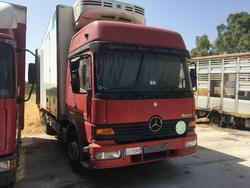 Autocarro Mercedes con cassone isotermico - Lotto 17 (Asta 2435)
