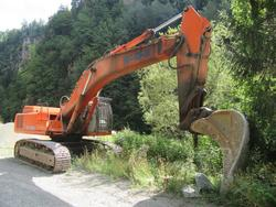 Escavatore Fiat Hitachi e lastre di porfido - Asta 2445
