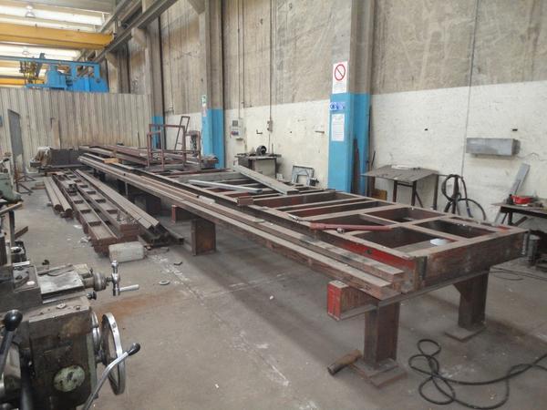 51#2504 Stock di Banchi di lavoro e di assemblaggio in ferro di fattura artigianale