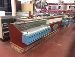 Banconi bar con vetrina lavatrici industriali e distributori - Asta 2522