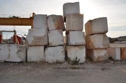 Astra truck and stone blocks - Lot 0 (Auction 25270)