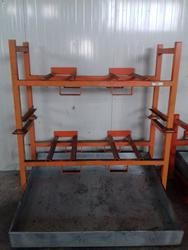Supports for oil drums - Lot 20 (Auction 2560)