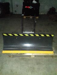 Snow plow blade complete with attachment - Lot 6 (Auction 2560)