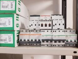 Interruttori magneto termici e sezionatori - Lotto 9 (Asta 2597)