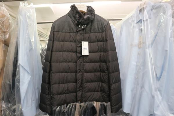 Overview. Immagine 1 - Azienda dedita alla produzione e commercio di  abbigliamento ... 021ea3b69d5