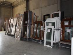 Accesorios de ventana Rimadesio y estanterías metálicas - Subasta 2611