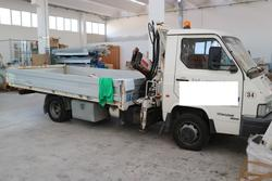 Nissan truck with crane - Lot 2592 (Auction 2668)