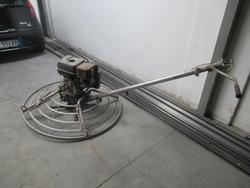 Power trowel with Bridge Stratos engine and Niefis vacuum cleaner - Lot 1 (Auction 2674)