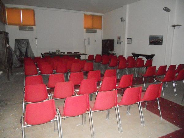 Lotto tv philips e arredamento per sala conferenza for Sala tv arredamento