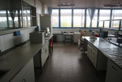 Laboratory equipment and furniture - Lot  (Auction 2713)