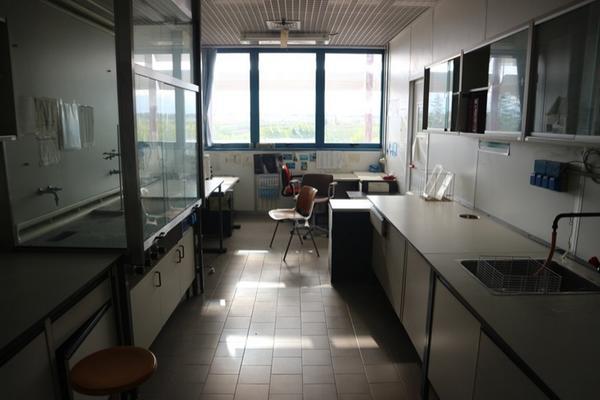 11#2715 Arredi laboratorio