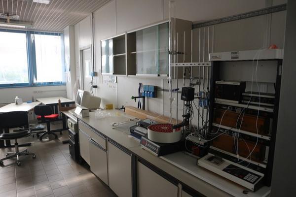 12#2715 Arredi laboratorio