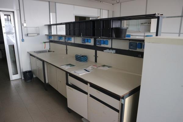13#2715 Arredi laboratorio