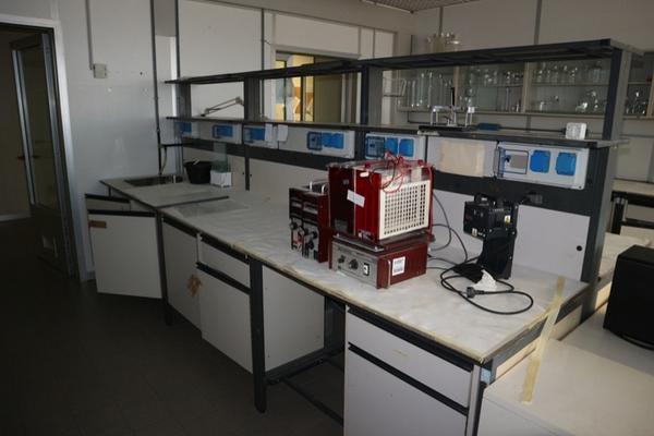 36#2715 Arredi laboratorio