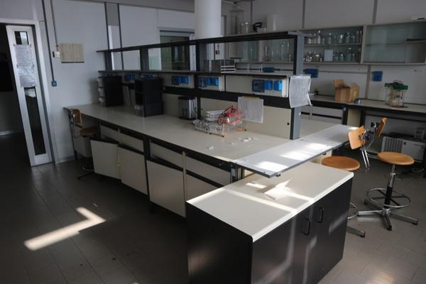 8#2715 Arredi laboratorio