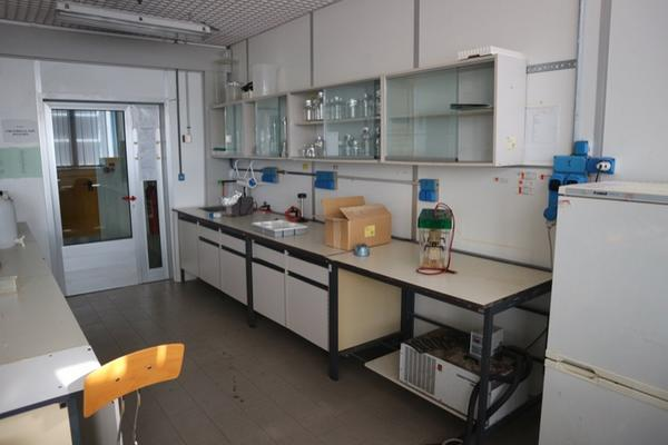 8 2715 arredi laboratorio chieti abruzzo varie for Arredi laboratorio