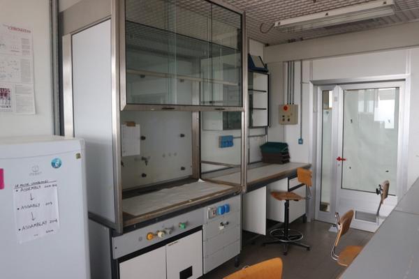 Lotto arredi laboratorio for Arredi da laboratorio