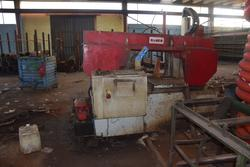 Imet band sawing machine and Cometi overhead traveling cranes - Lot  (Auction 2738)