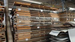 Pallets of laminated plates - Lot 19 (Auction 2759)