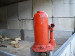 Bottle lifter - Lot 32 (Auction 2762)