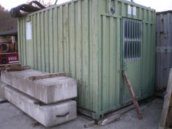 Shack with electric container - Lot 35 (Auction 2762)