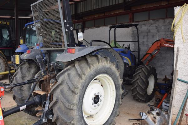 Immagine n. 2 - 15#2799 Trattore New Holland 40-20